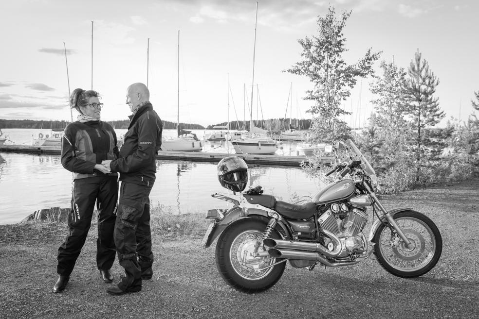 Parikuvaus Moottoripyörän kanssa
